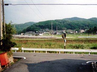 梶田駅から入口を見る