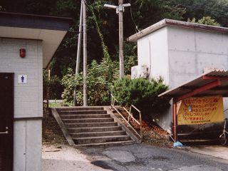 梶田駅ホームへの階段