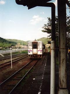 備後安田駅に入線する福塩線各停三次行
