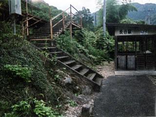 長谷駅ホームへの階段