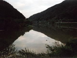 長谷駅すぐ近くの江の川